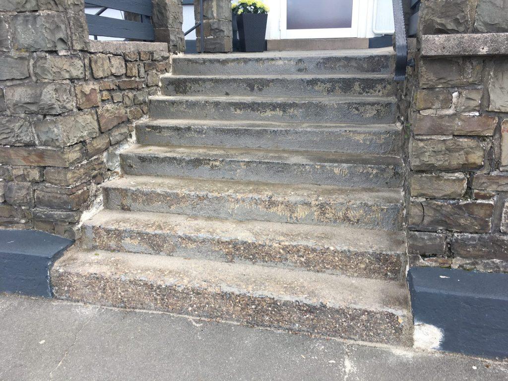 Außentreppe vor Sanierung
